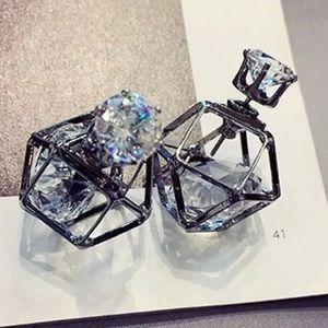 ⚜️[𝟯/$𝟯𝟴]⚜️Crystal Gun Geometric Earrings New